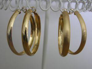 Dva páry zlatých kruhů