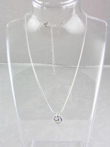 Kovový jemný náhrdelník s oky