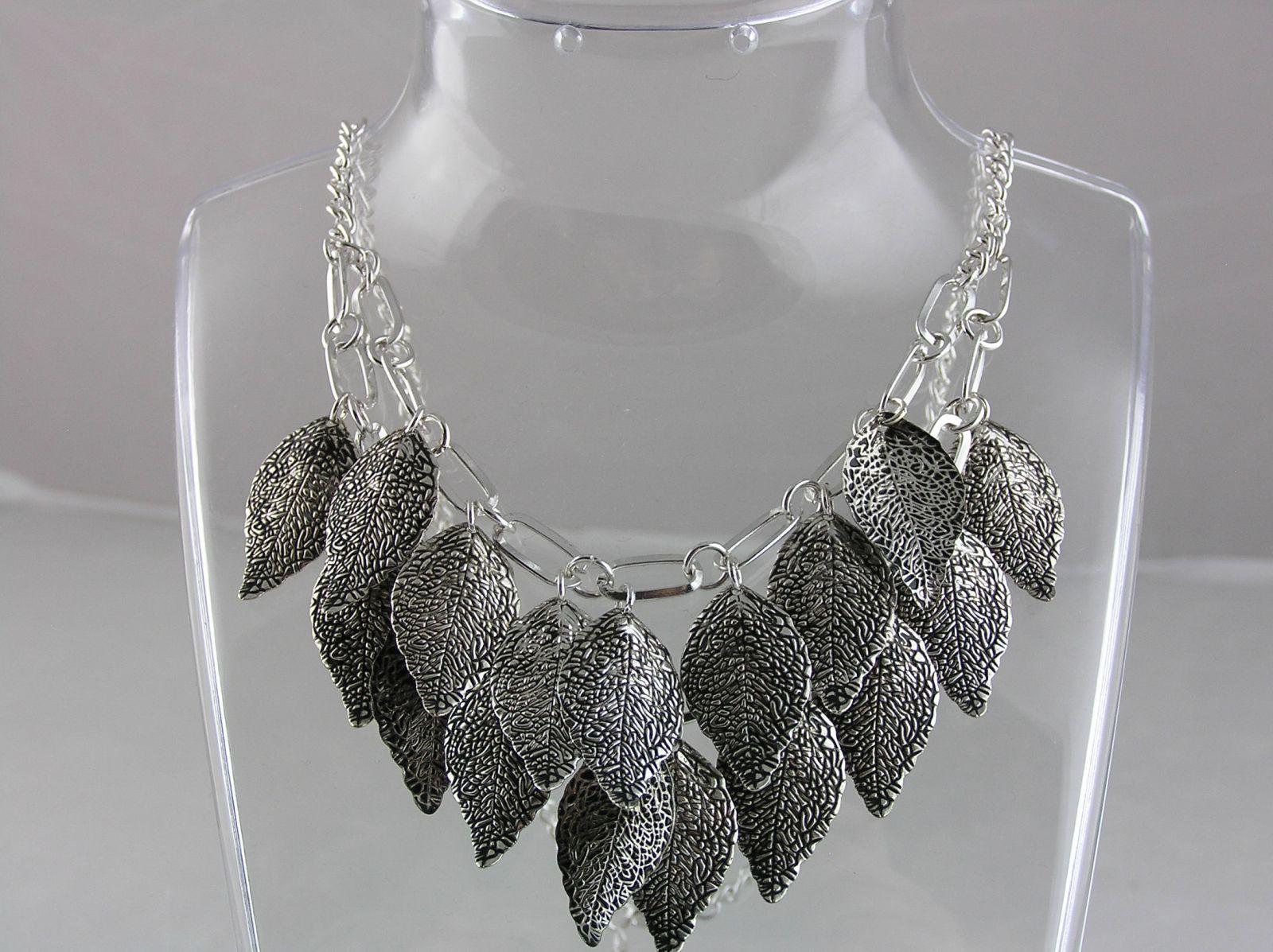 Stříbrný náhrdelník se starostříbrnými lístky GIIL