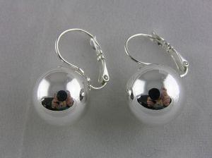 Lesklé stříbrné náušnice s velkou perličkou