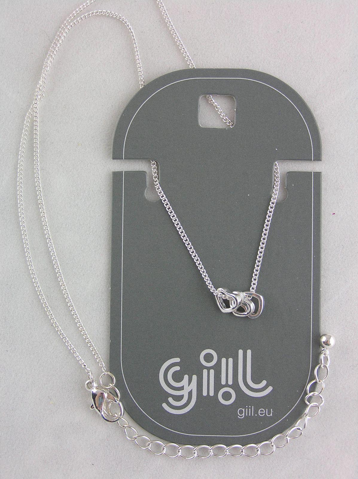 Stříbrný náhrdelník s maličkými srdíčky GIIL