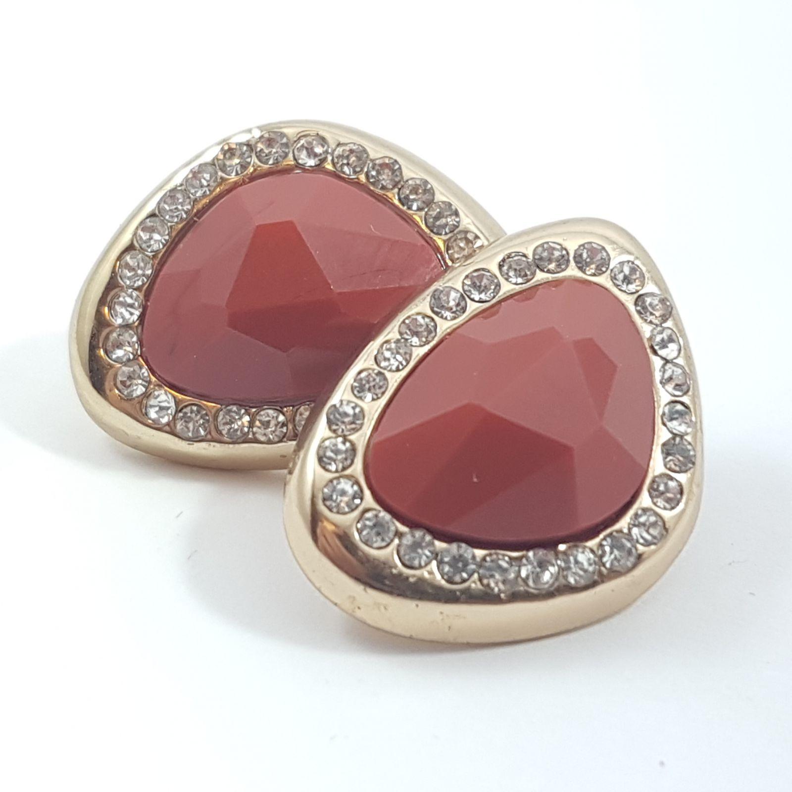 Náušnice s pastelově červeným kamínkem