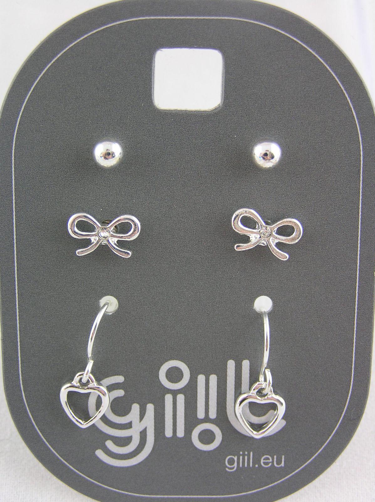 Tři páry drobných stříbrných náušnic perličky, mašličky, srdíčka
