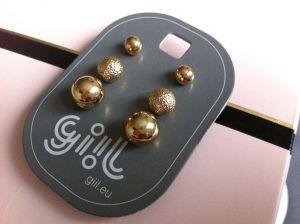 Tři páry zlatých drobných perliček
