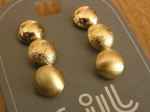 Tři páry zlatých peckových náušnic