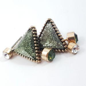 Troje náušnice se zeleným trojuhelníkem