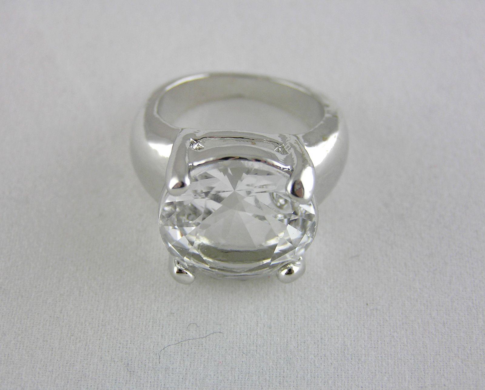 Velký stříbrný prsten s kamínkem