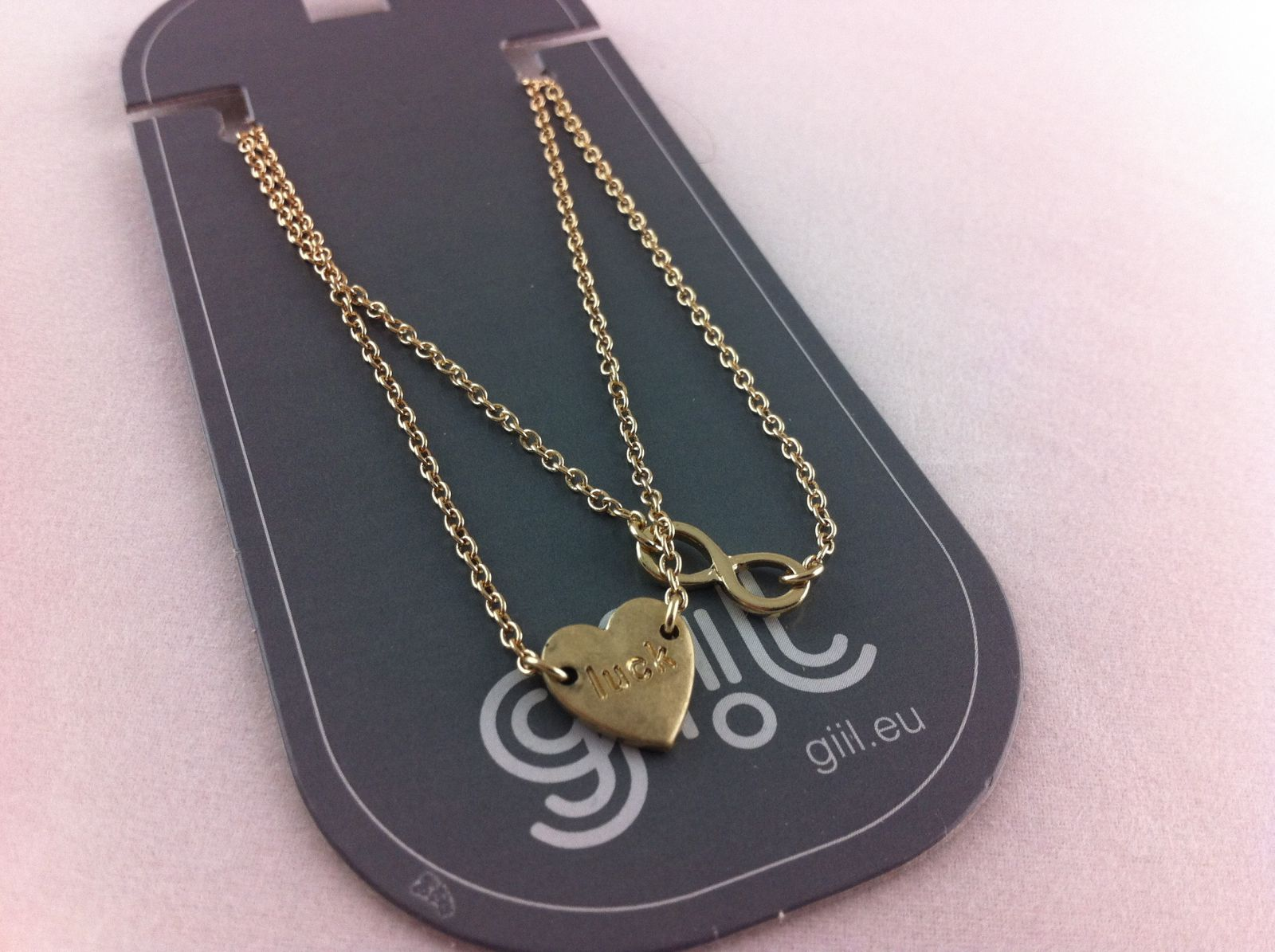 Zlaté řetízkové náramky s ozdobami ve tvaru srdíčka a nekonečna GIIL