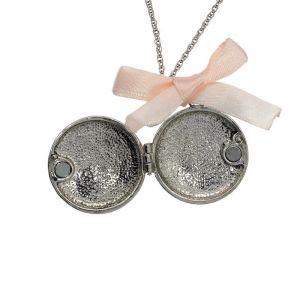 Kovový amuletek s mašličkou 1
