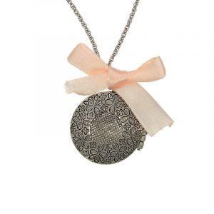 Kovový amuletek s mašličkou 2