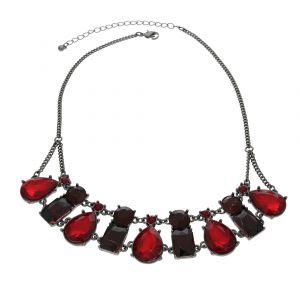 Bohatý náhrdelník s červenými kameny