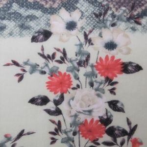 Světlý šátek s květy 1