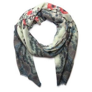 Světlý šátek s květy
