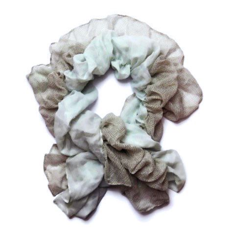 Modrohnědý gumičkový šátek