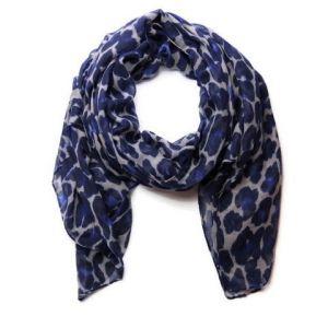 Modrý šátek s flekatým vzorem