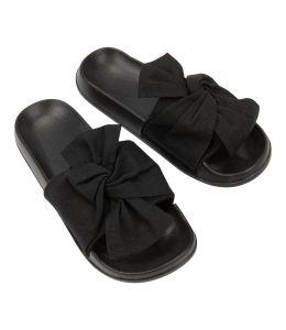 Pantofle s černou mašlí