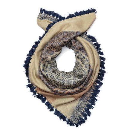 Šátek s modrým prošíváním Giil