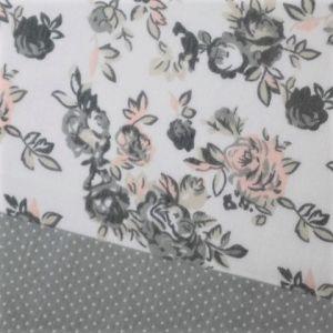 Šátek s puntíky a růžemi