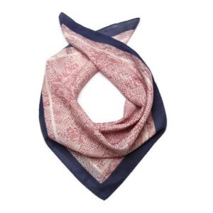 Šátek s růžovým hadím vzorem