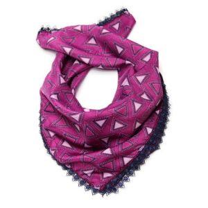 Šátek s trojúhelníky