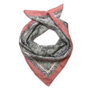 Šátek se světlým hadím vzorem