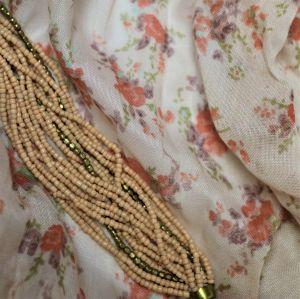 Starorůžový šátek s kvítky 1
