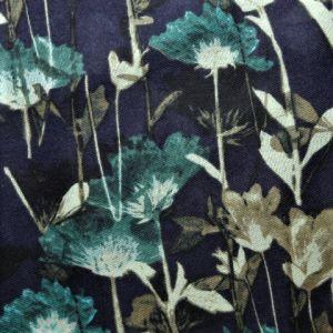 Tmavě modrý šátek s květinami 1