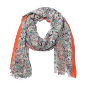 Výrazný barevný šátek
