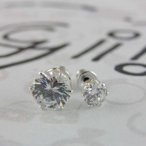Dva páry zirkonových kamínků