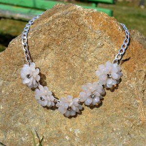 Masivní RŮŽOVÝ náhrdelník s kytičkami