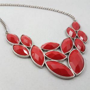 Náhrdelník s červenými kamínky