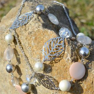 Růžový lístečkový náhrdelník