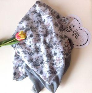 Šátek s puntíky i květy
