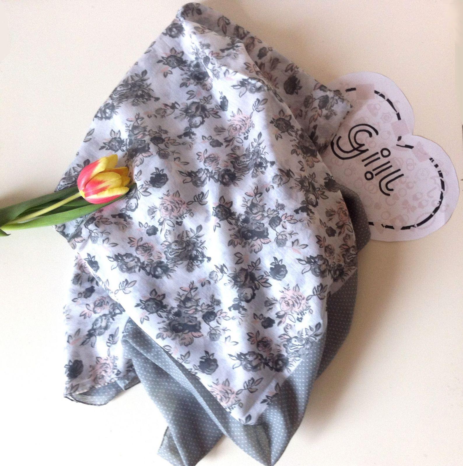 Šátek s puntíky i květy GIIL