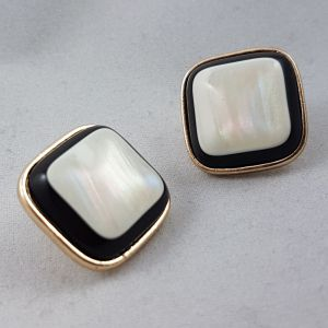 Zlatočerné Clip náušnice s perletí uprostřed