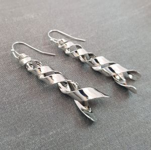 Stříbrné lesklé visací náušnice spirálky GIIL