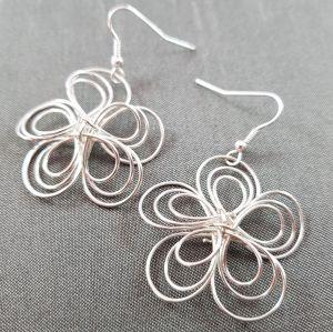 Stříbrné visací náušnice květy 3