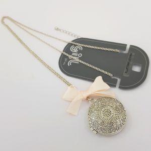 Stříbrný náhrdelník s amuletem a mašlí GIIL