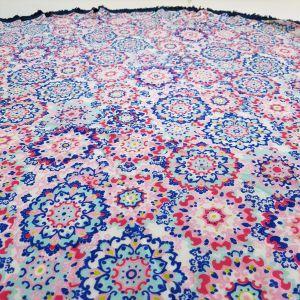 Šátek ve tvaru mandaly posetý květy GIIL
