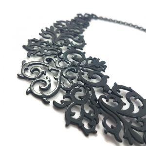 Černý kovový náhrdelník