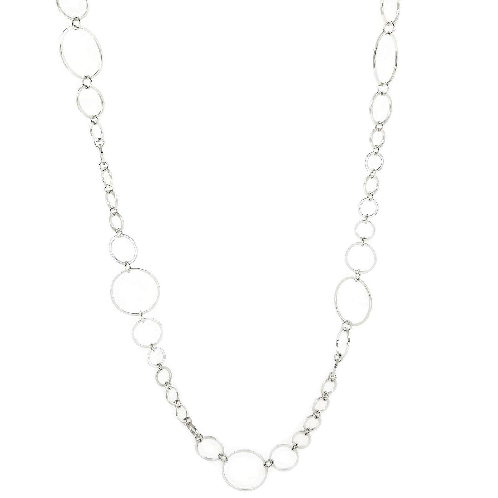 Dlouhý stříbrný náhrdelník složený z kroužků