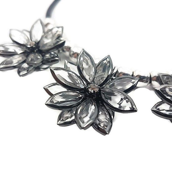 Náhrdelník s kamínkovými květy GIIL