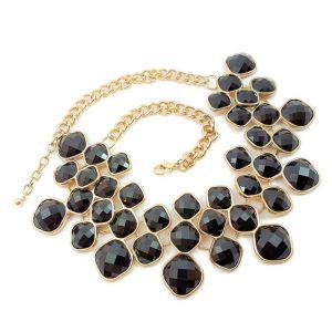 Zlatý náhrdelník s černými kamínky