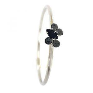 Černý jednoduchý náramek s kamínky