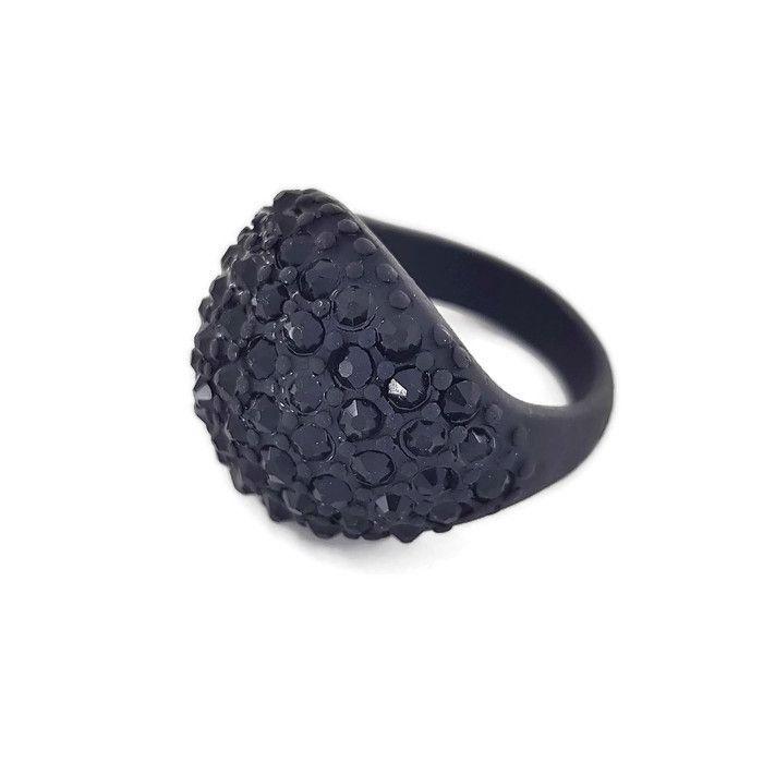 Černý oblý prstýnek