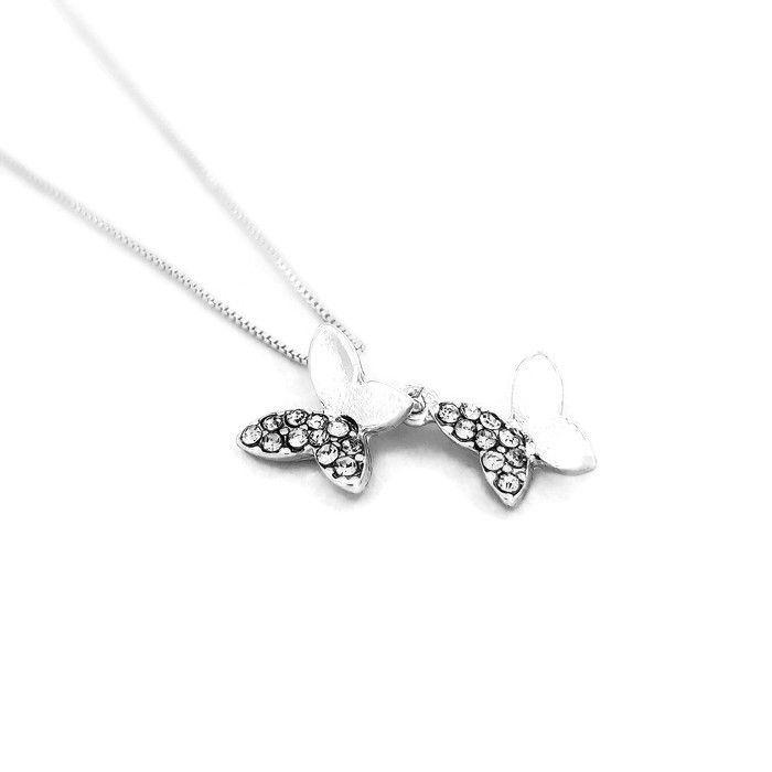 Jemný náhrdelník s motýlky ve stříbrné barvě