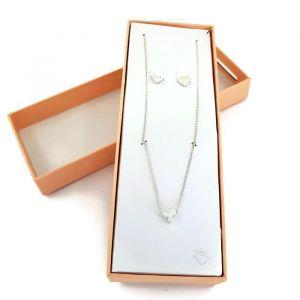 Sada náušnic a náhrdelníku s jemnými motivy srdíček 1